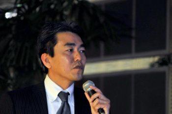 高岡敏文氏