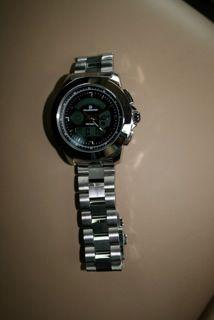 ガイガーカウンター付の腕時計