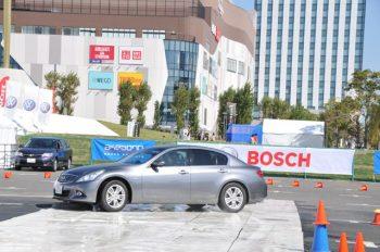 母と子の楽ラク運転講習会 急ブレーキ体験とESC のデモンストレーション2012 ボッシュウ講習テント