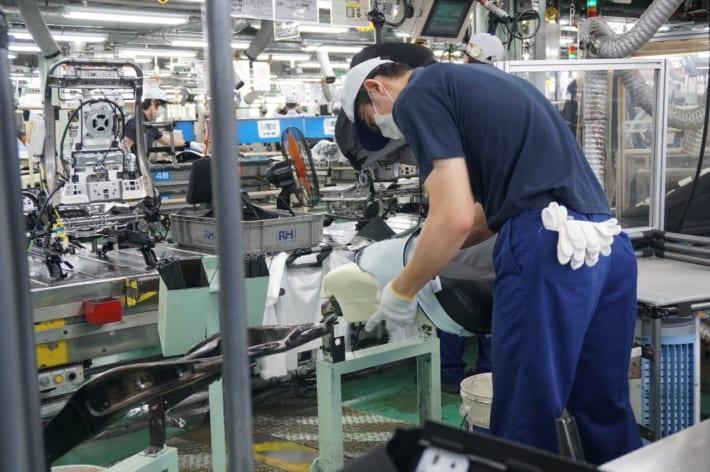 タチエス 工場作業風景